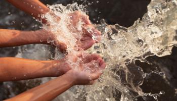 ¿Por qué el derecho humano al agua no se puede ejercer en Chile?. Ciper Chile. Abril 20 del 2021
